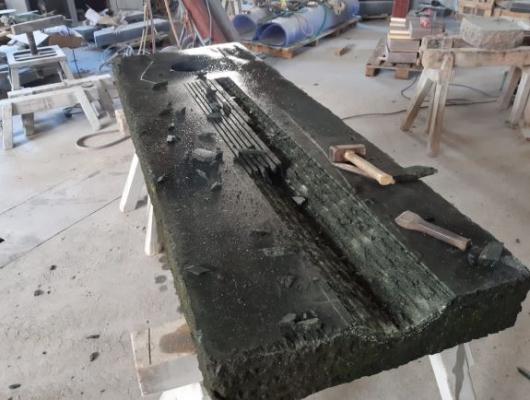 Die Ablaufrinne, eine klassische Steinmetzarbeit